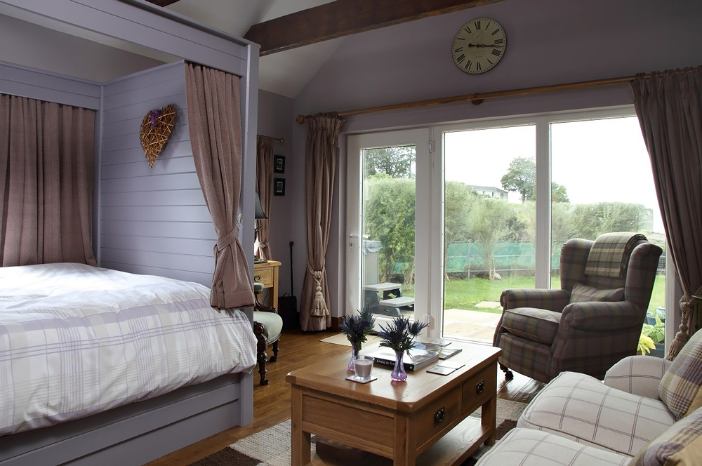 Stardust-Scotland,-luxury-self-catering-Boathouse-7