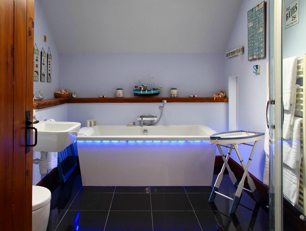 Stardust-Scotland,-luxury-self-catering-Boathouse-13