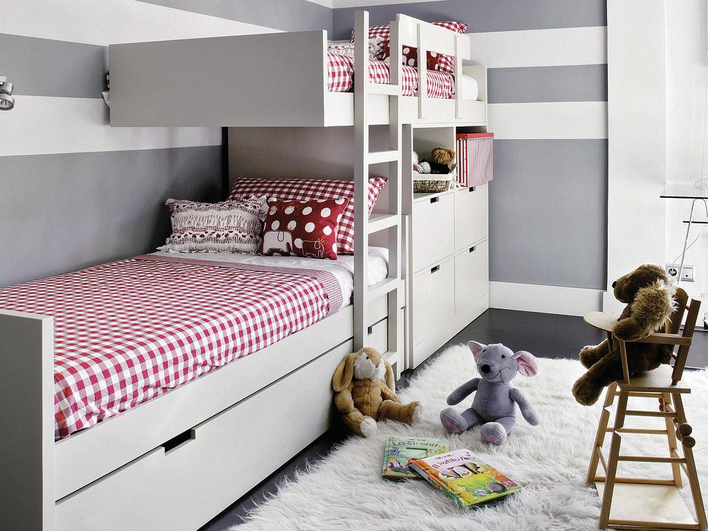 MICASA Un cuarto juvenil con paredes a rayas grises y blancas 1