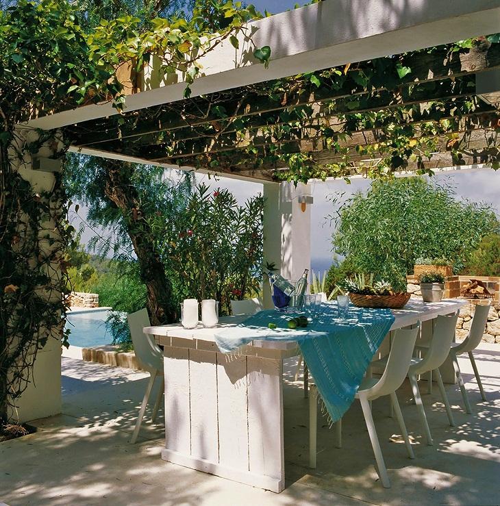 House tour a summer house in spain s t a r d u s t for Casas de sofas en sevilla