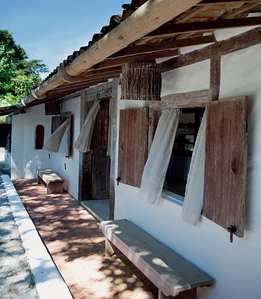 Casa Com Br Casa de praia com muita madeira e branco em Trancoso 1