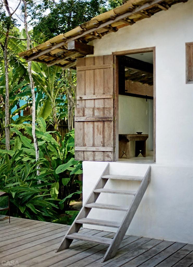 Casa Com Br Casa de praia com muita madeira e branco em Trancoso 7