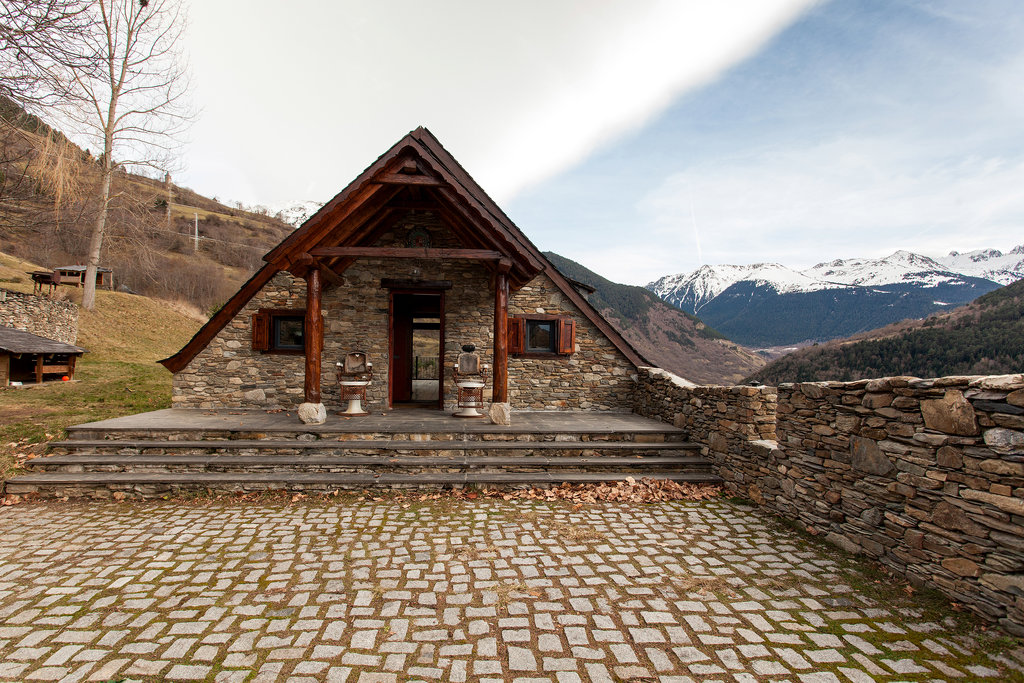 NYTimes A Home in the Spanish Pyrenees 7