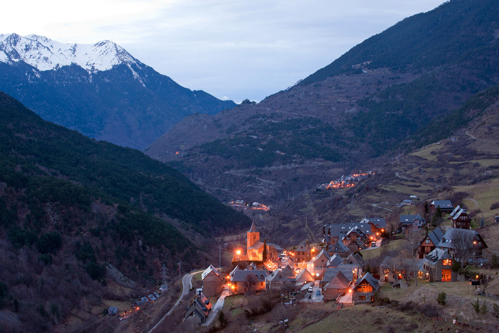 NYTimes A Home in the Spanish Pyrenees 9