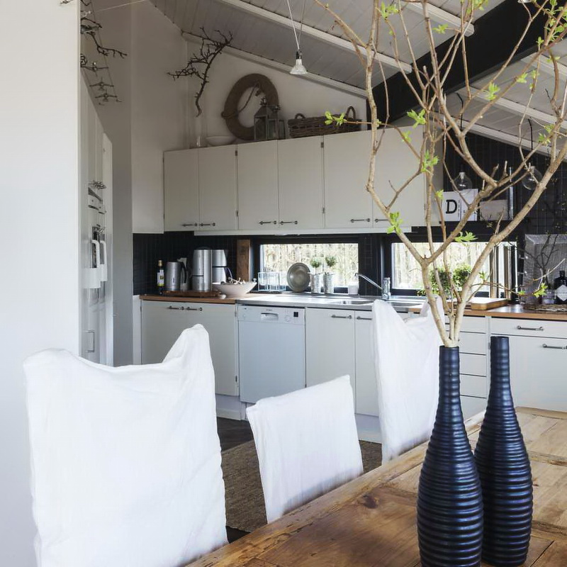 Swedish Country Home Decor: Decordemon: A Cosy Swedish Country House