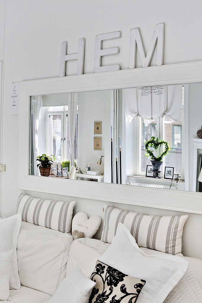 decordemon: Shabby chic atmosphere for a Swedish apartment