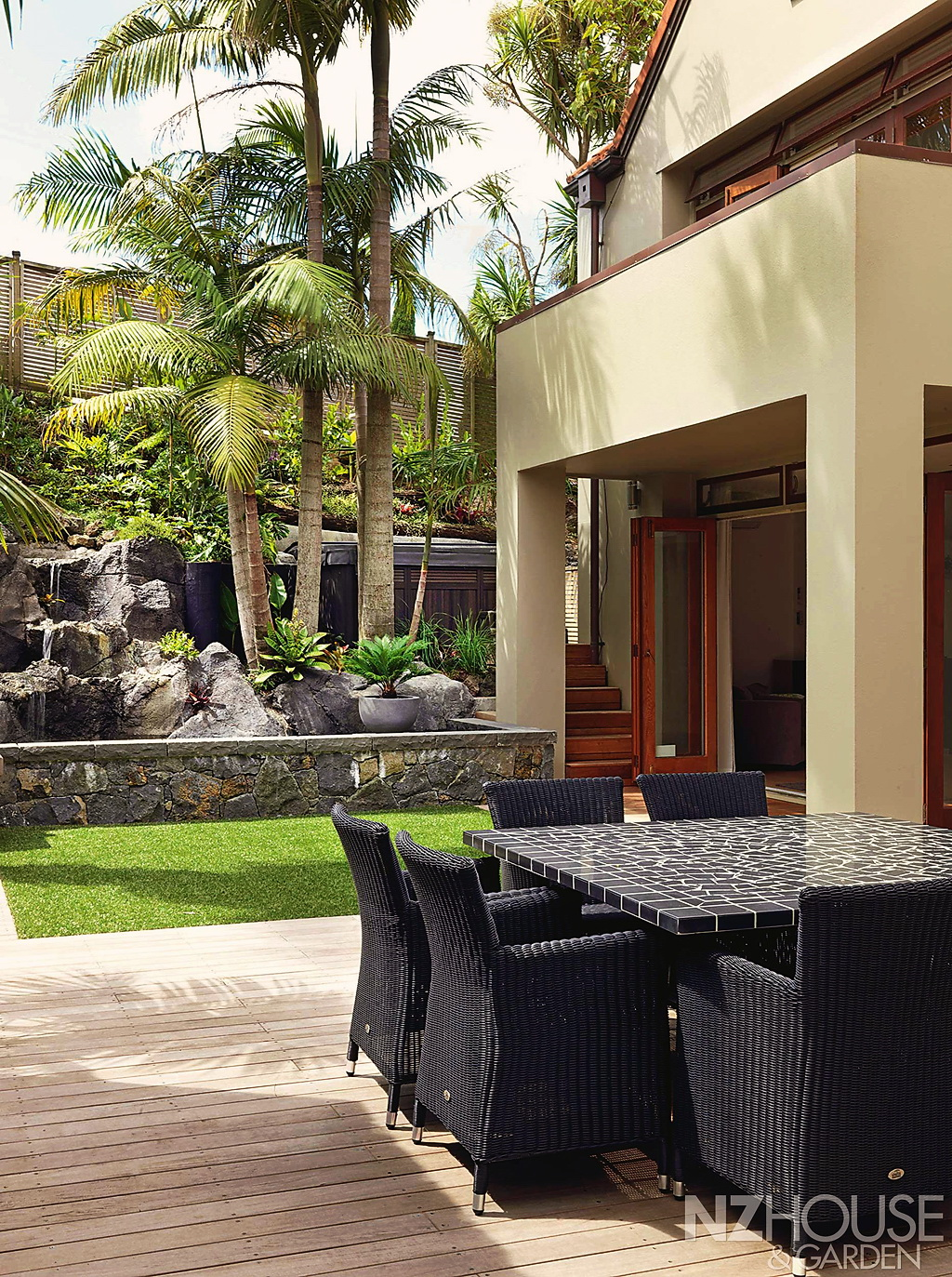 Tropical-courtyard-garden-3