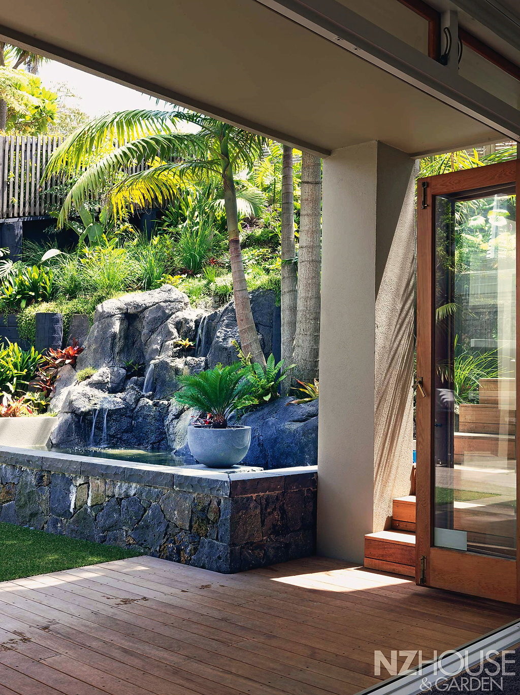 Tropical-courtyard-garden-4