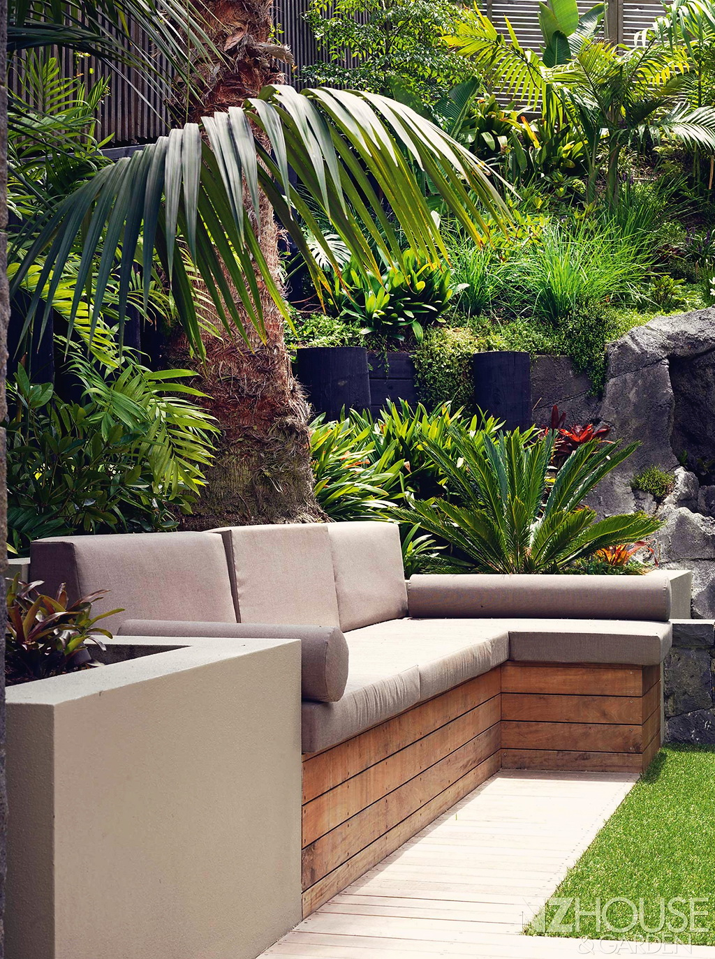 Tropical-courtyard-garden-7