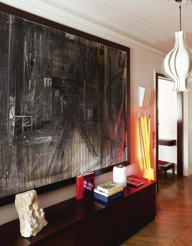Decordemon muriel r us 39 s eclectic apartment in paris for Tete de lit separation salle de bain