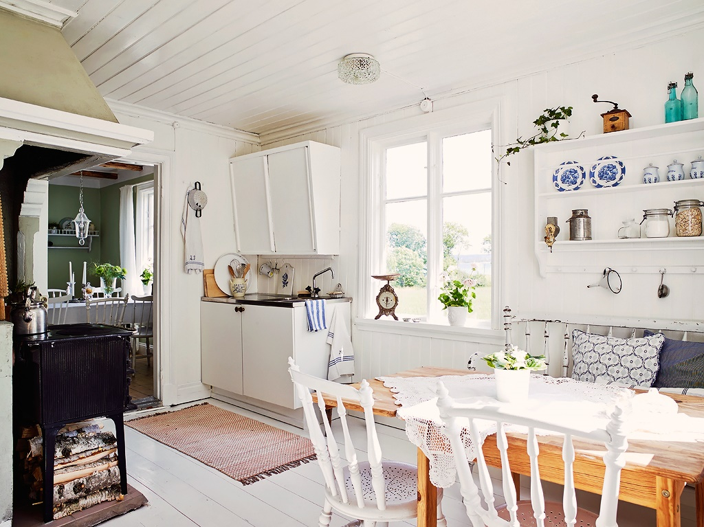 Decordemon a lovely traditional swedish cottage for Cocinas de pueblo