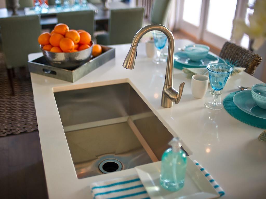 HGTV-Smart-Home-Kitchen-5