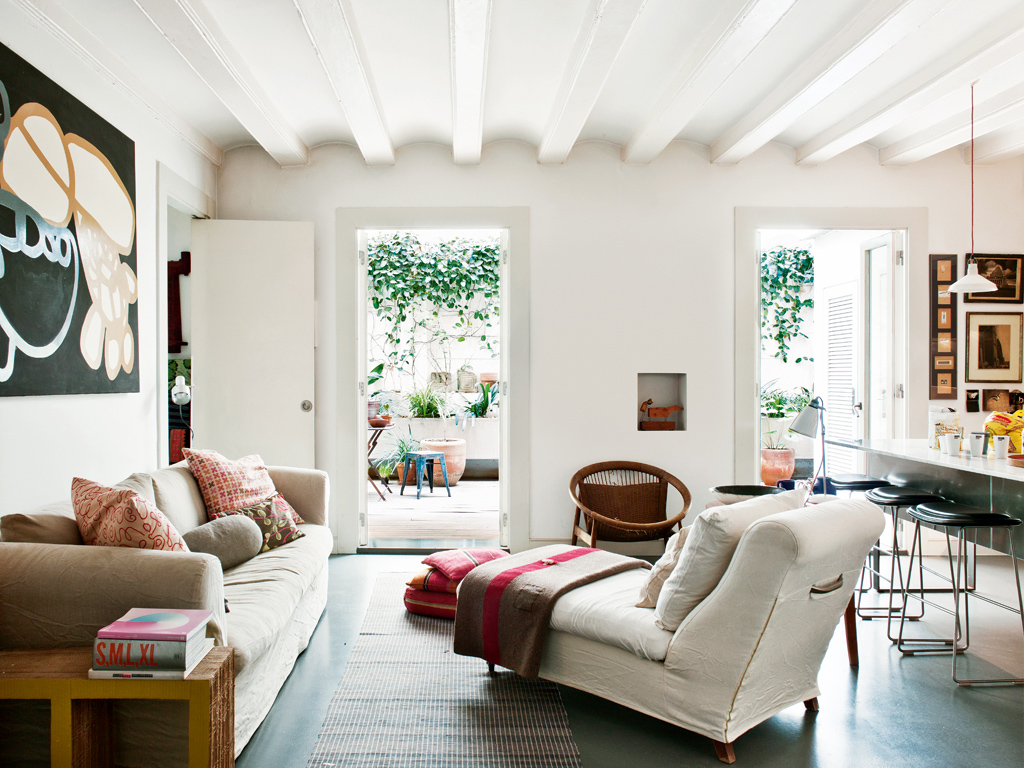 Barcelona Muebles Salon.House With Courtyard In Barcelona