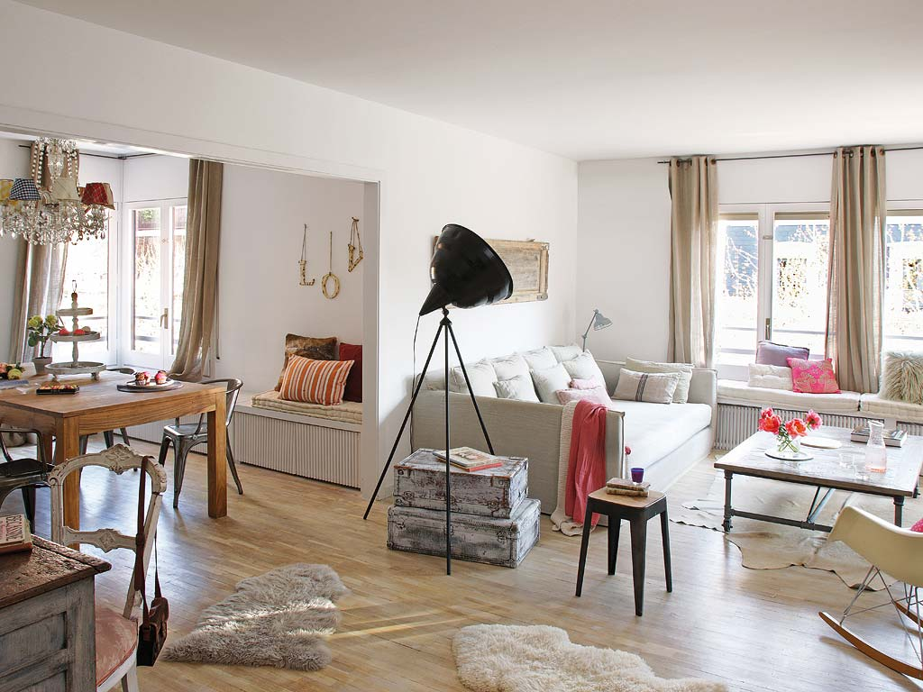 Decordemon charming vintage apartment in barcelona - Idee deco salon beige ...