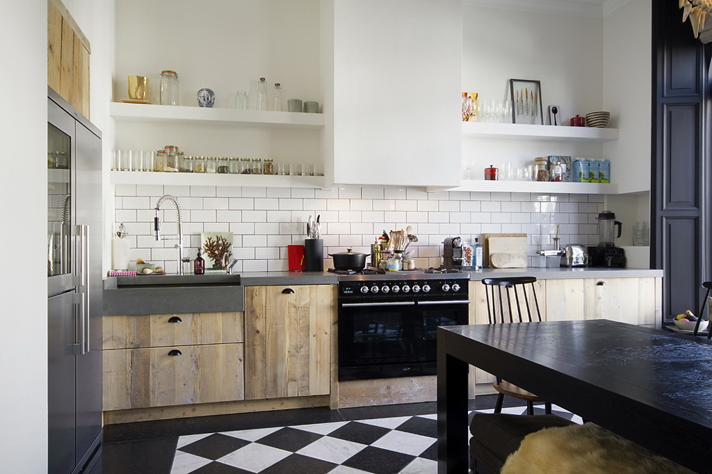 Decordemon renovated apartment by bricks amsterdam for Low cost apartments amsterdam