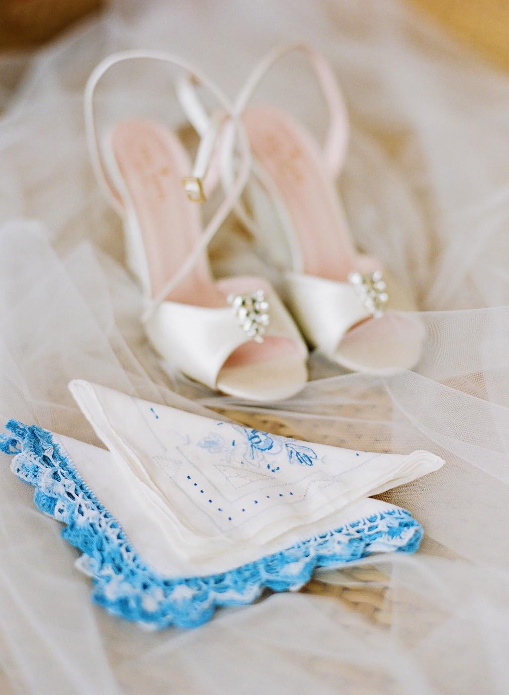 Style-Me-Pretty-TROPICAL-AND-GLAMOROUS-WEDDING-AT-ST.-THOMAS-RITZ-8