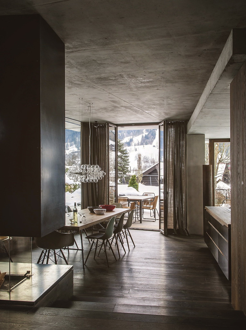 This modern and comfortable chalet is inspired by the japanese aesthetic of wabi sabi the salzburg architects gogl architekten have designed glass