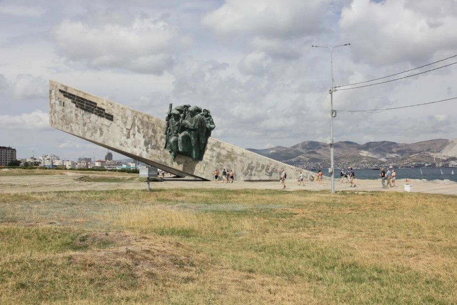 34_MalayaZemlya_Monument