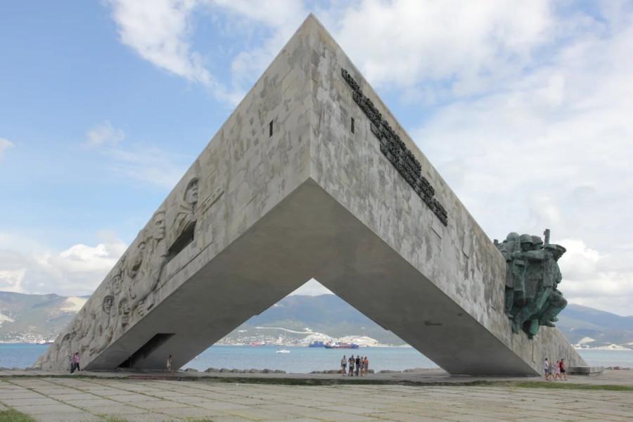 35_MZ_Monument2