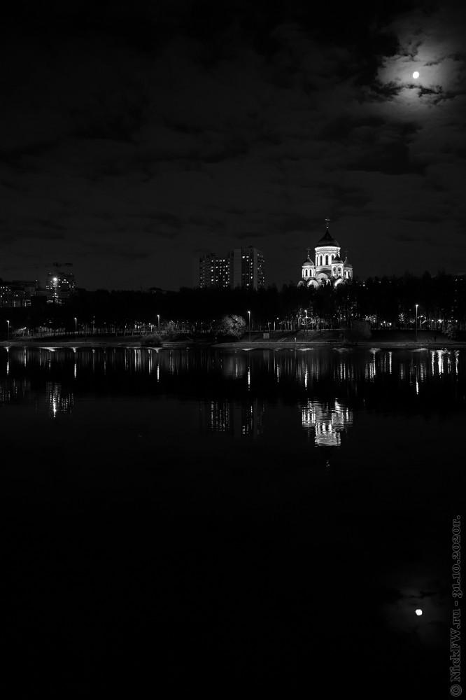 2. Чёрно-белый пейзаж с луной © NickFW.ru - 31.10.2020г.