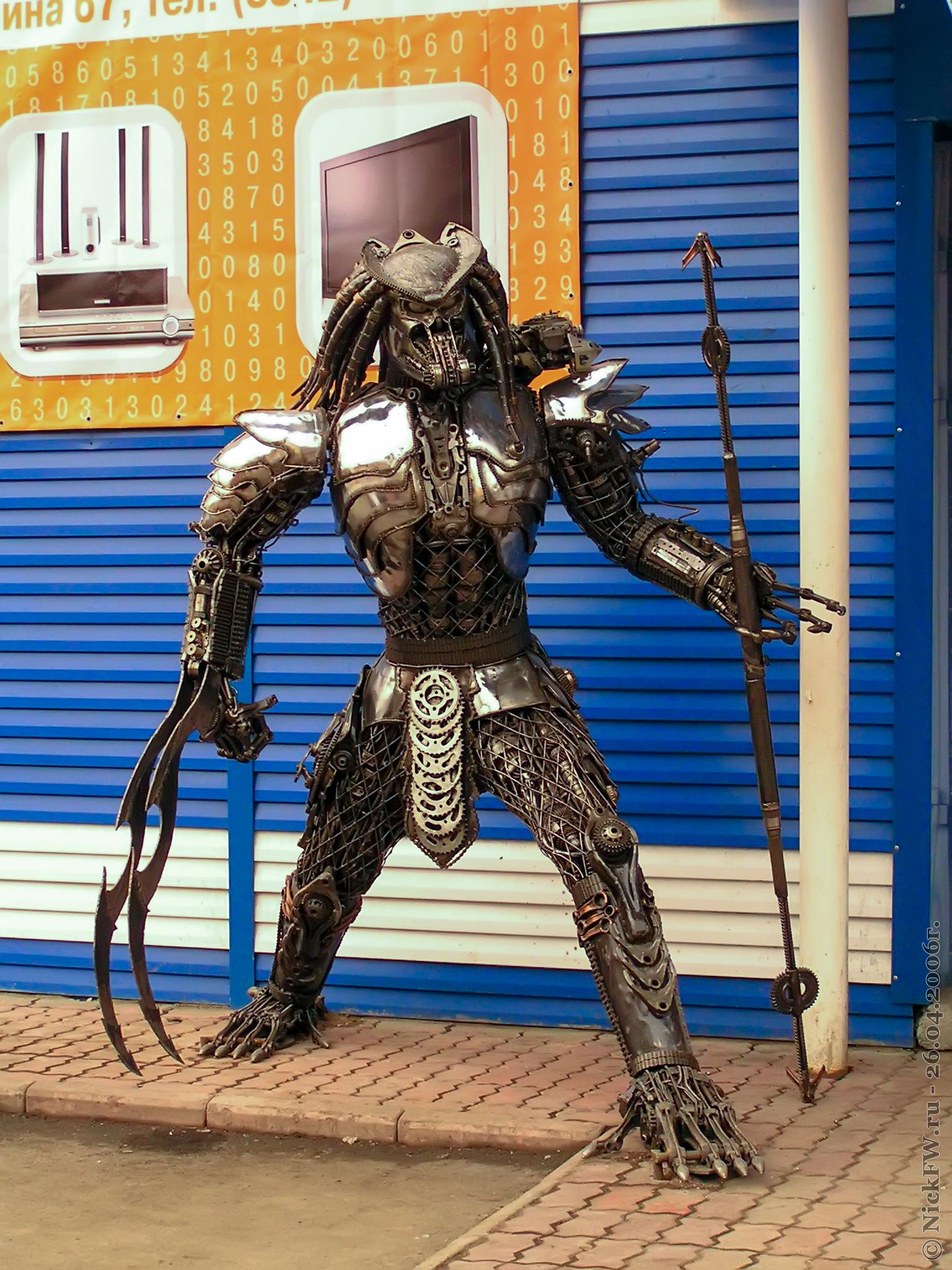 """7. Скульптура """"Хищник"""" у Магазина """"Дивизион"""" - © NickFW.ru - 26.04.2006г. больше фото тут: https://nickfw.livejournal.com/56300.html"""
