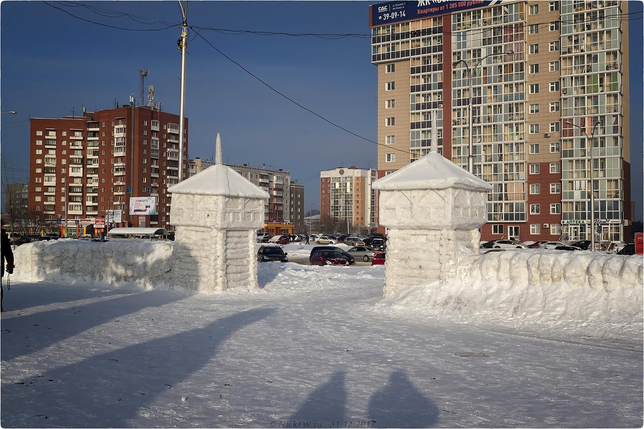 Главный вход в Ледовый городок [© NickFW - 31.12.2017]