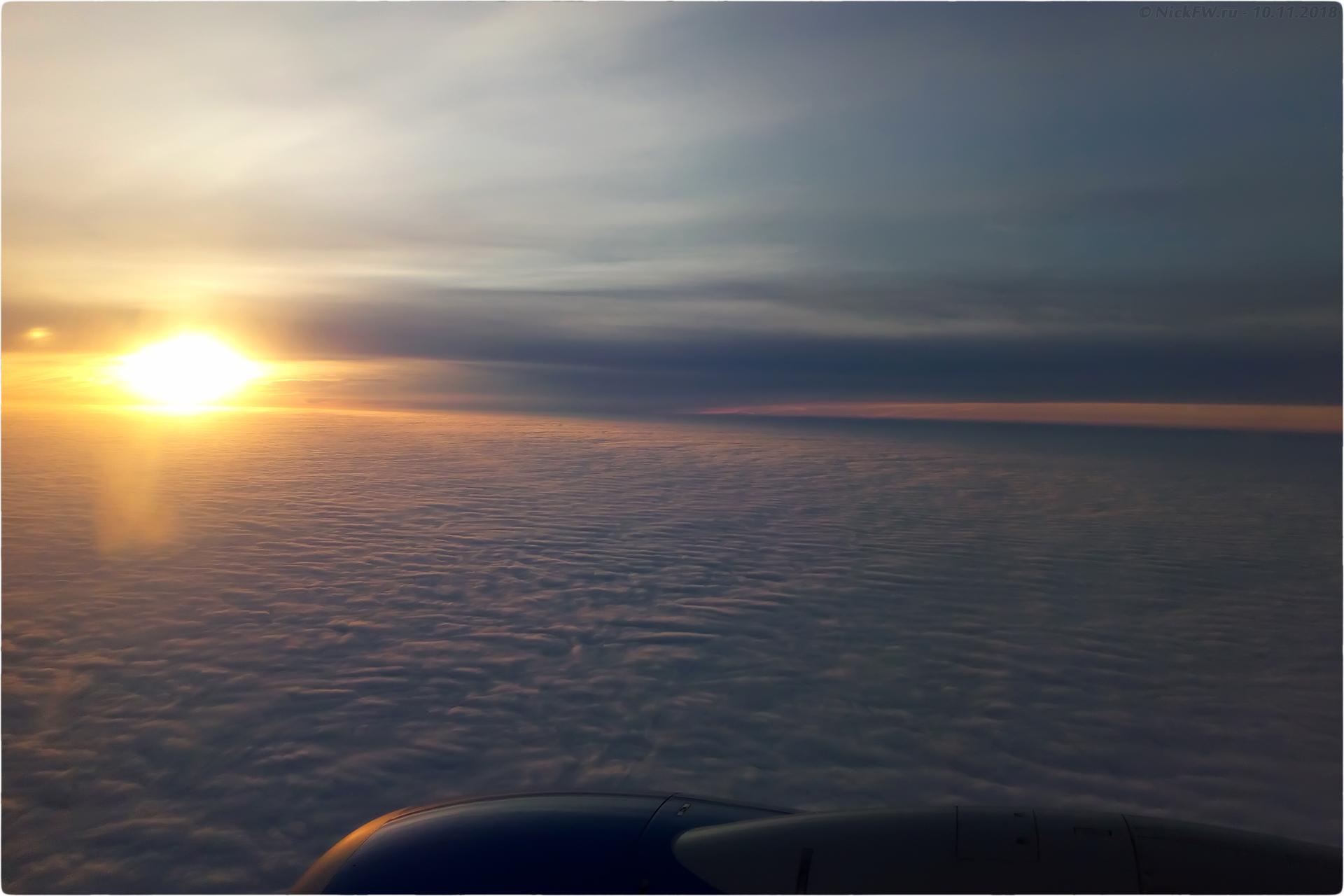 3. Вид на рассвет из иллюминатора © NickFW.ru - 10.11.2018г.