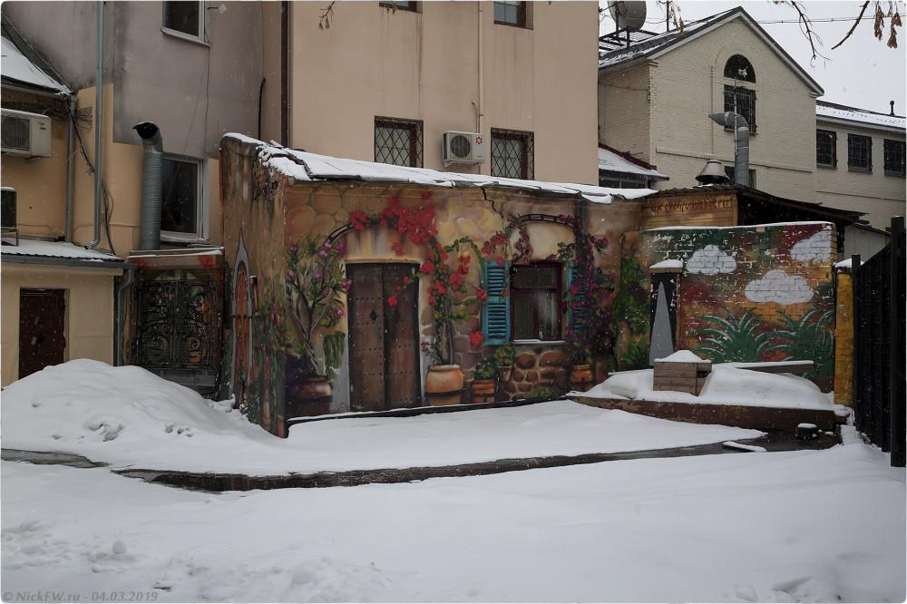 2. Картины на неказистой пристройке © NickFW.ru - 04.03.2019г.