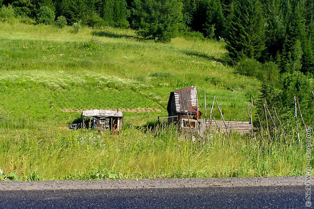 """3. Заброшенный дом у трассы М53 """"Байкал"""" © NickFW.ru — 12.07.2007г."""