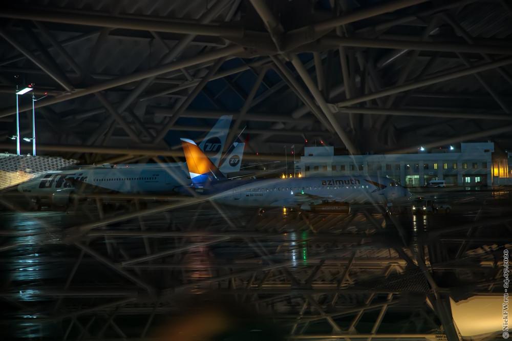 6. Сухой SuperJet 100-95LR, Бортовой №: RA-89080 вид из-за стекла © NickFW.ru — 24.07.2020г.