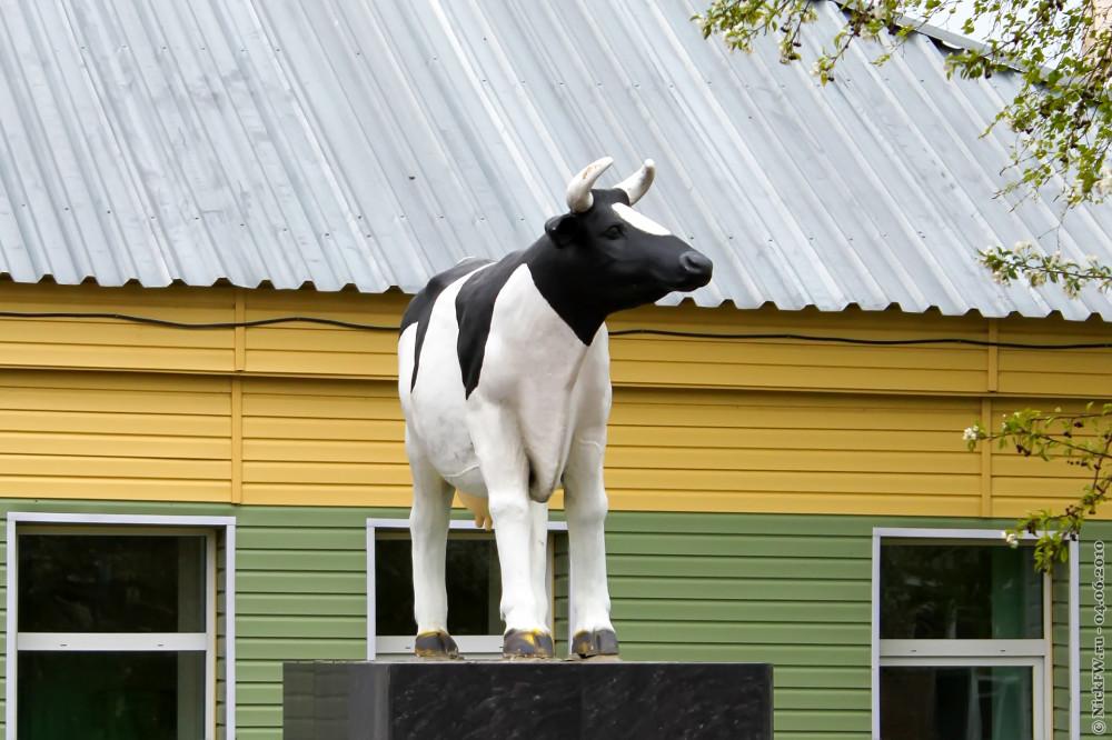 1. Памятник корове © NickFW.ru — 04.06.2010г.