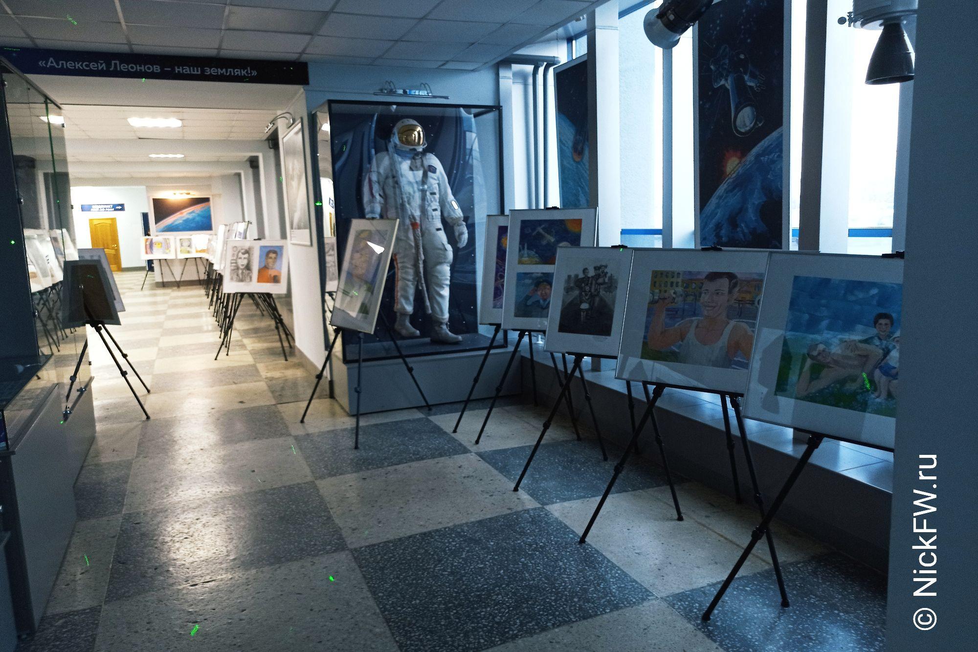 5. Выставка картин в Кемеровском аэропорту © NickFW.ru - 12.04.2021г.