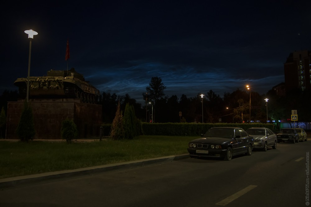 5. Т-72А на постаменте в Солнцево на фоне облаков © NickFW.ru — 26.06.2021г.
