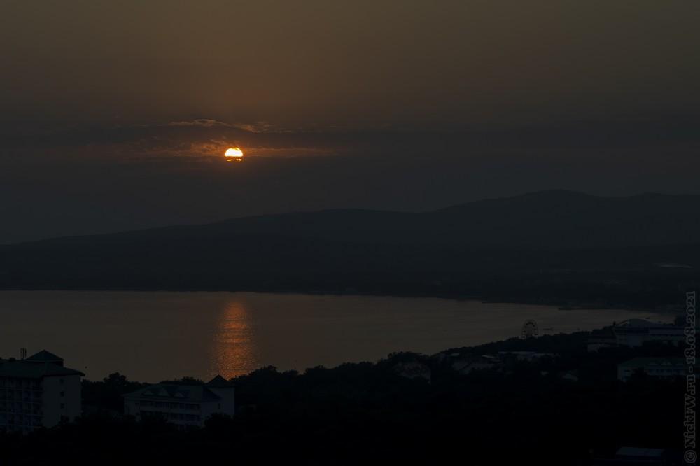 Закат над бухтой © NickFW.ru — 18.08.2021г.