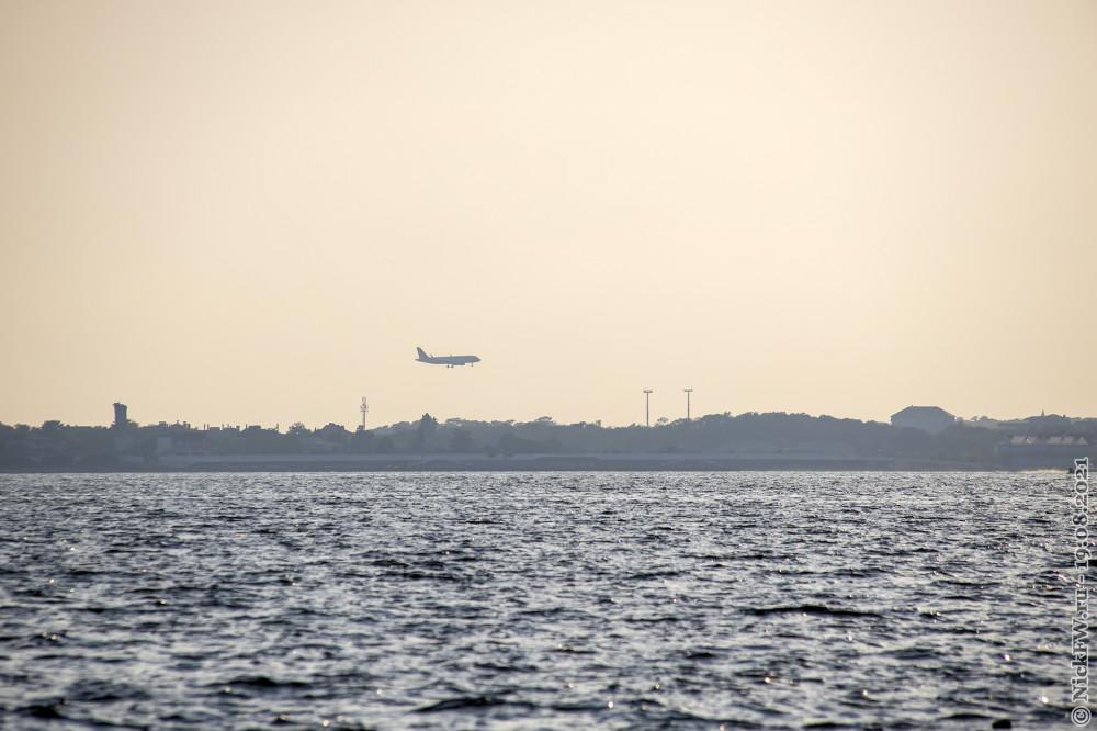 5. Самолёт с очередными туристами © NickFW.ru — 18.08.2021г.