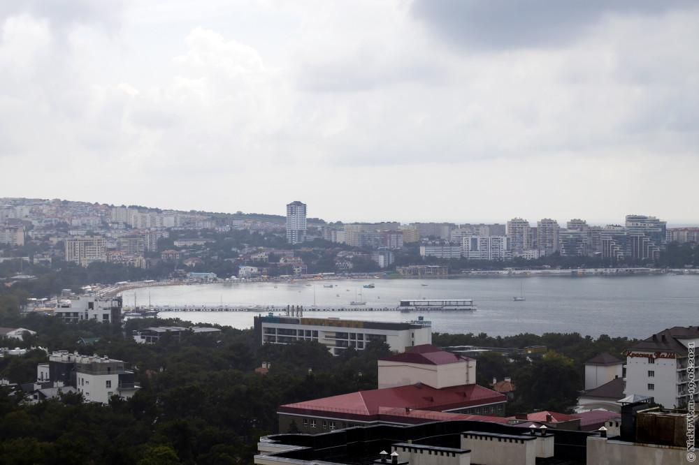 6. Вид на бухту с 12 этажа во время дождя... © NickFW.ru — 19.08.2021г.