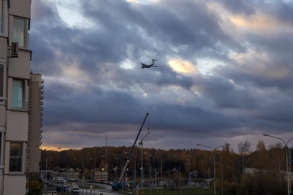 Небо, мачты, самолёт... © NickFW.ru — 18.10.2021г.