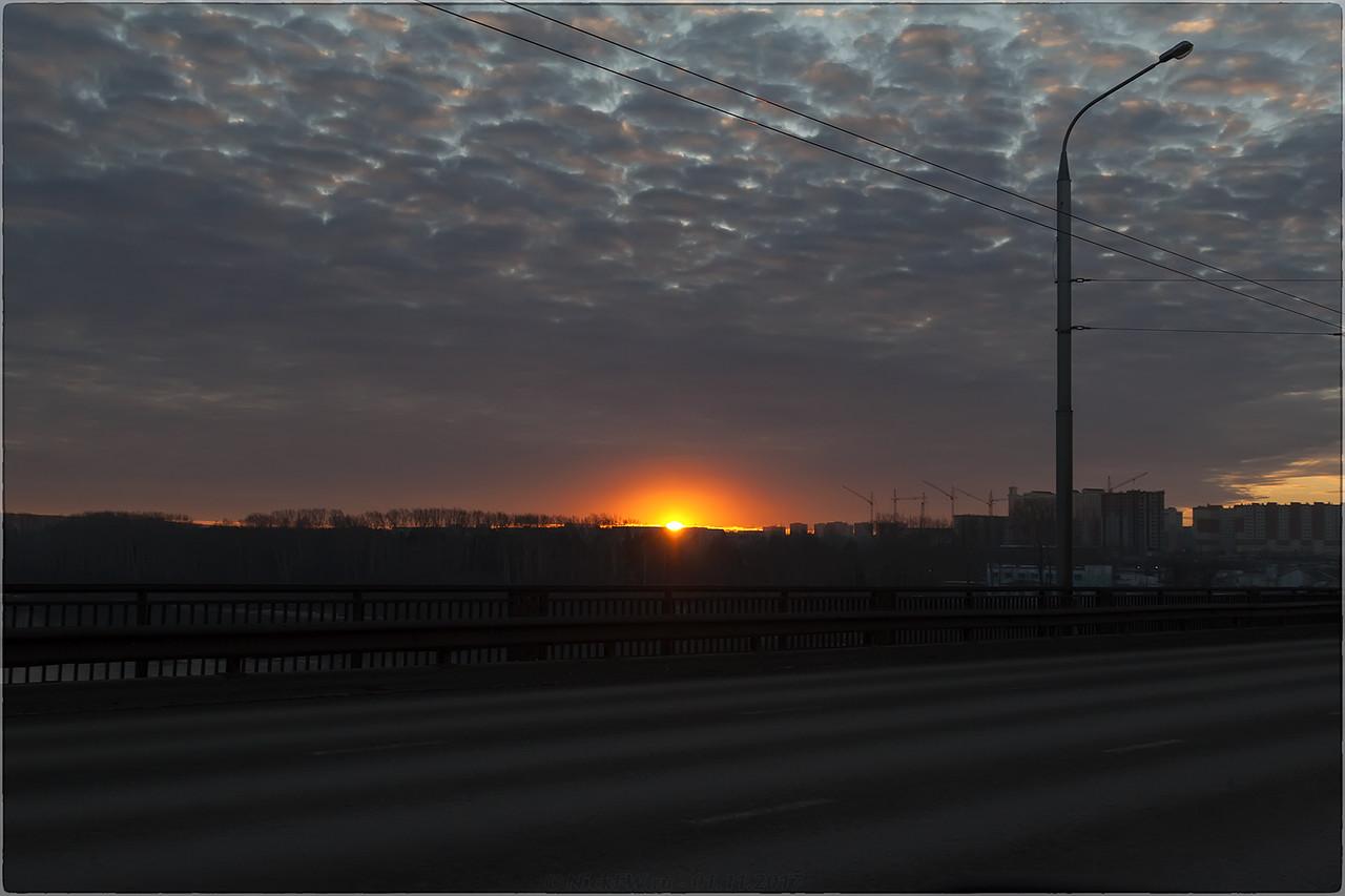 Вид на рассвет с Кузбасского моста [© NickFW - 01.11.2017]