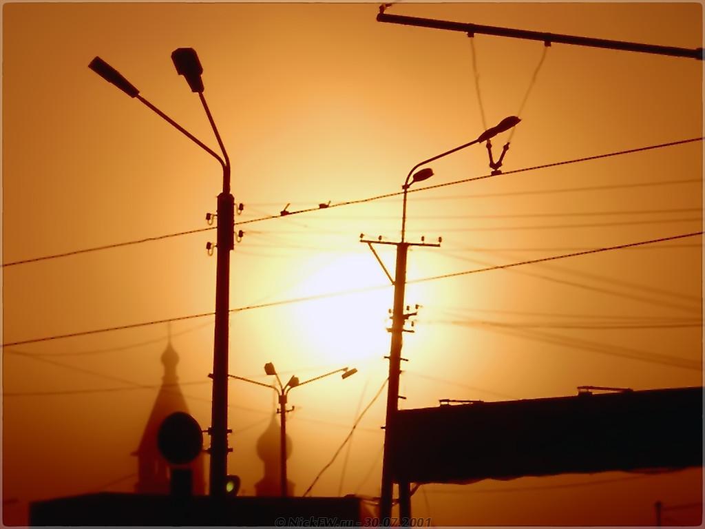 Летним утром на восходе вид на церковь в проводах... [© NickFW - 30.07.2001]