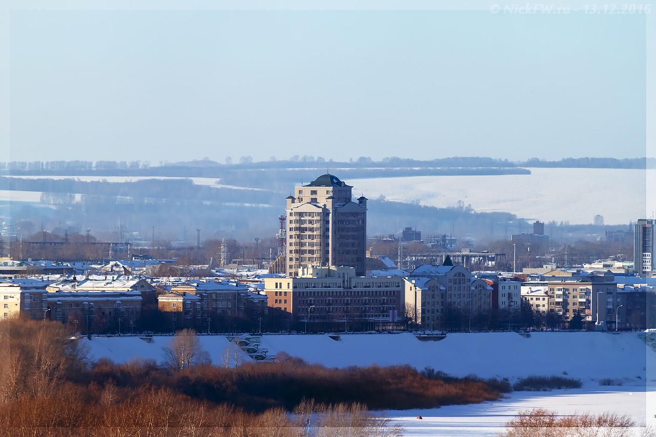 ЖК Томский Причал на фоне старого центра (©NickFW - 13.12.2016)