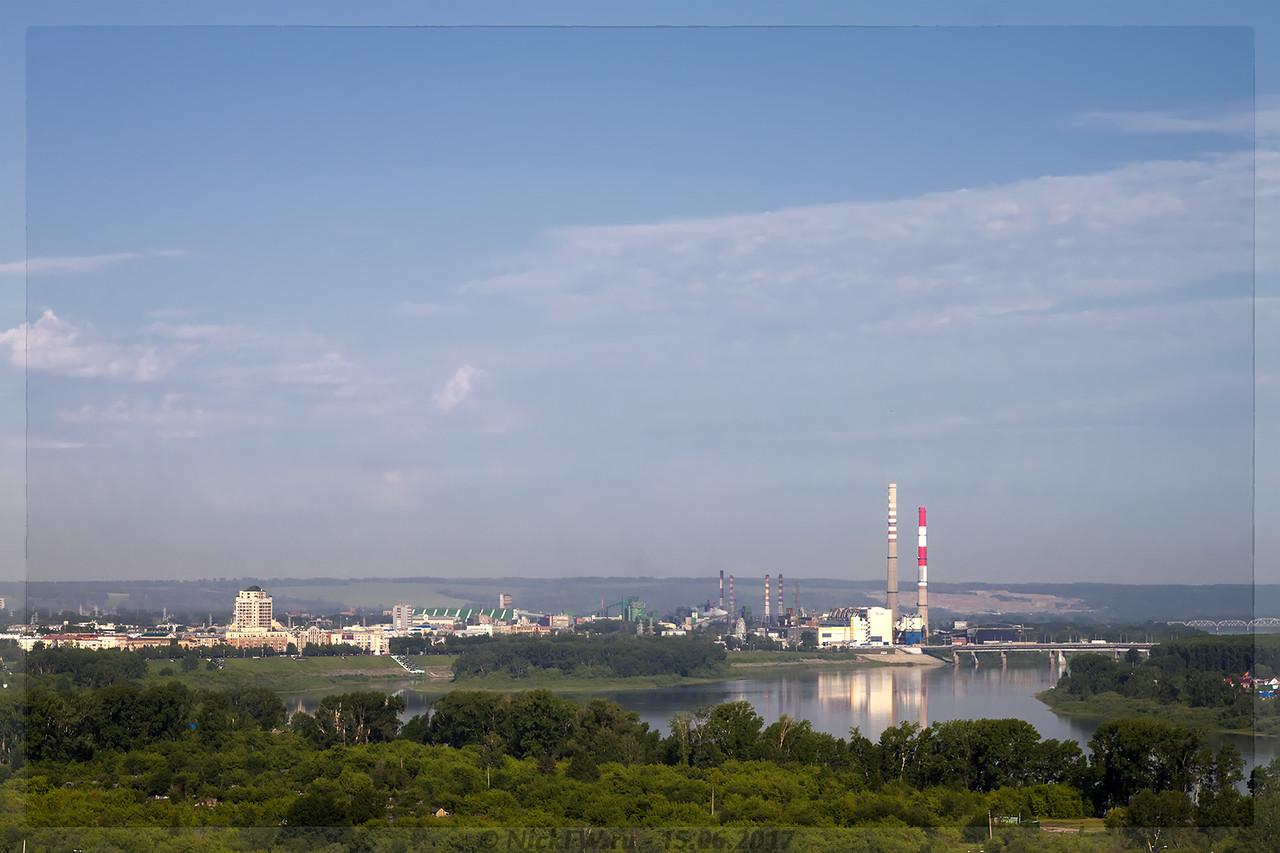 Вид на набережную и остров Кемеровский (© NickFW - 15.06.2017)