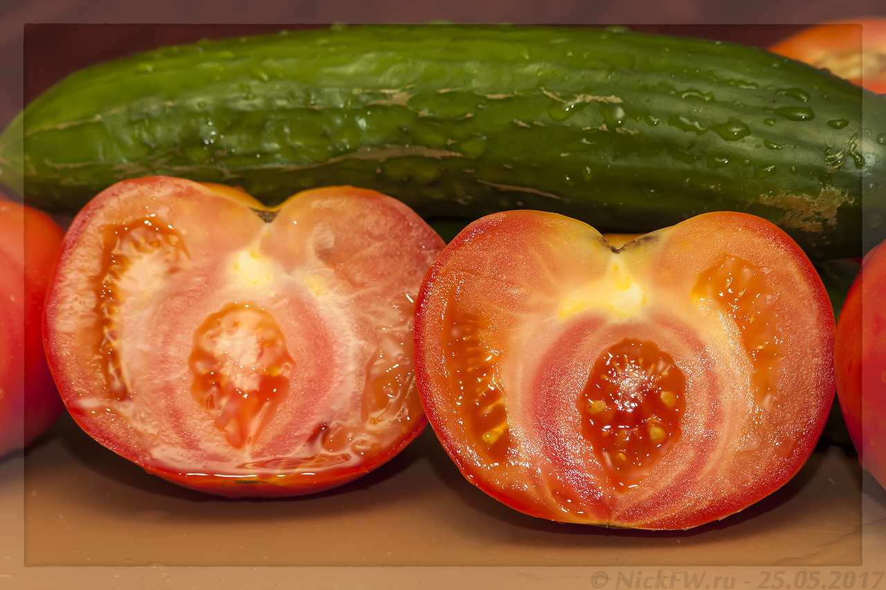 Беременный помидор (© NickFW - 25.05.2017)