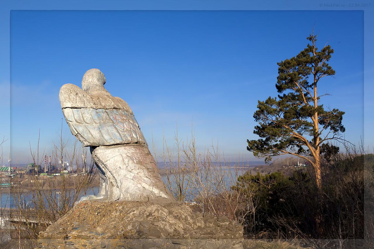 Скульптура Орёл с видом на Томь (© NickFW - 22.04.2017)
