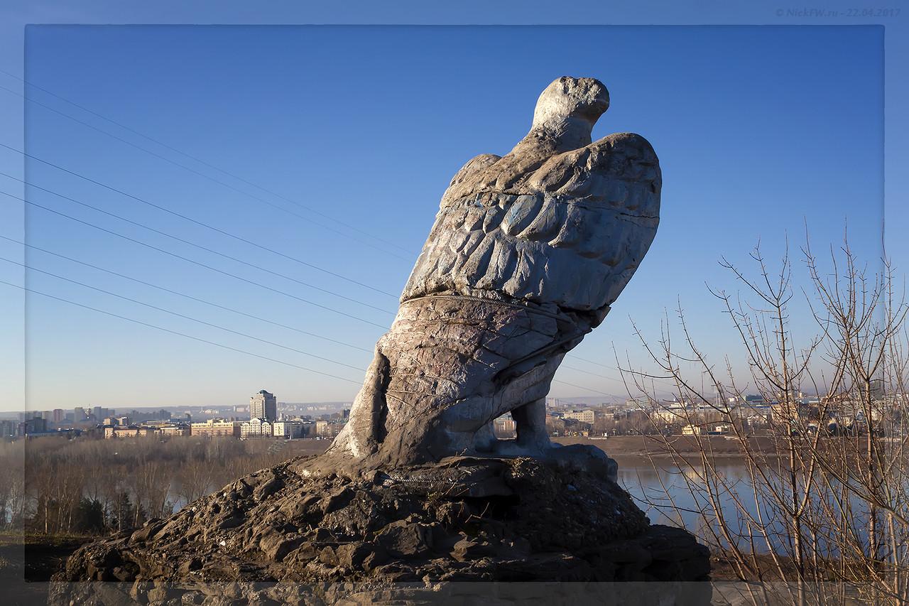 Скульптура Орёл вид на набережную (© NickFW - 22.04.2017)