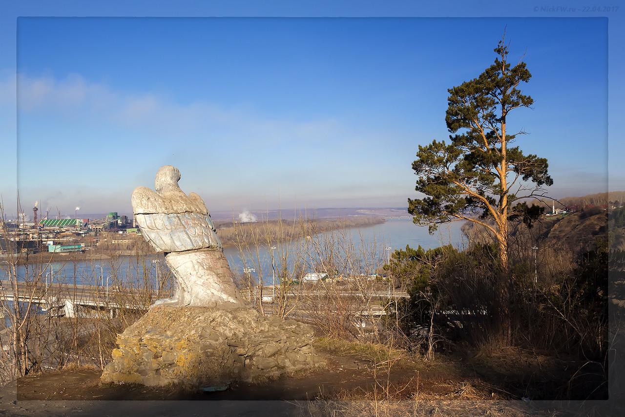 Скульптура Орёл вид на мост (© NickFW - 22.04.2017)