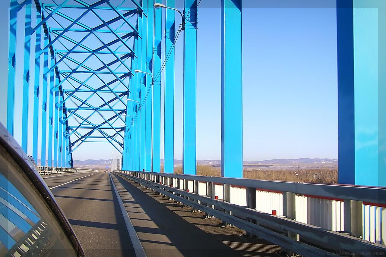 на мосту через Енисей (© NickFW - 29.03.2009)