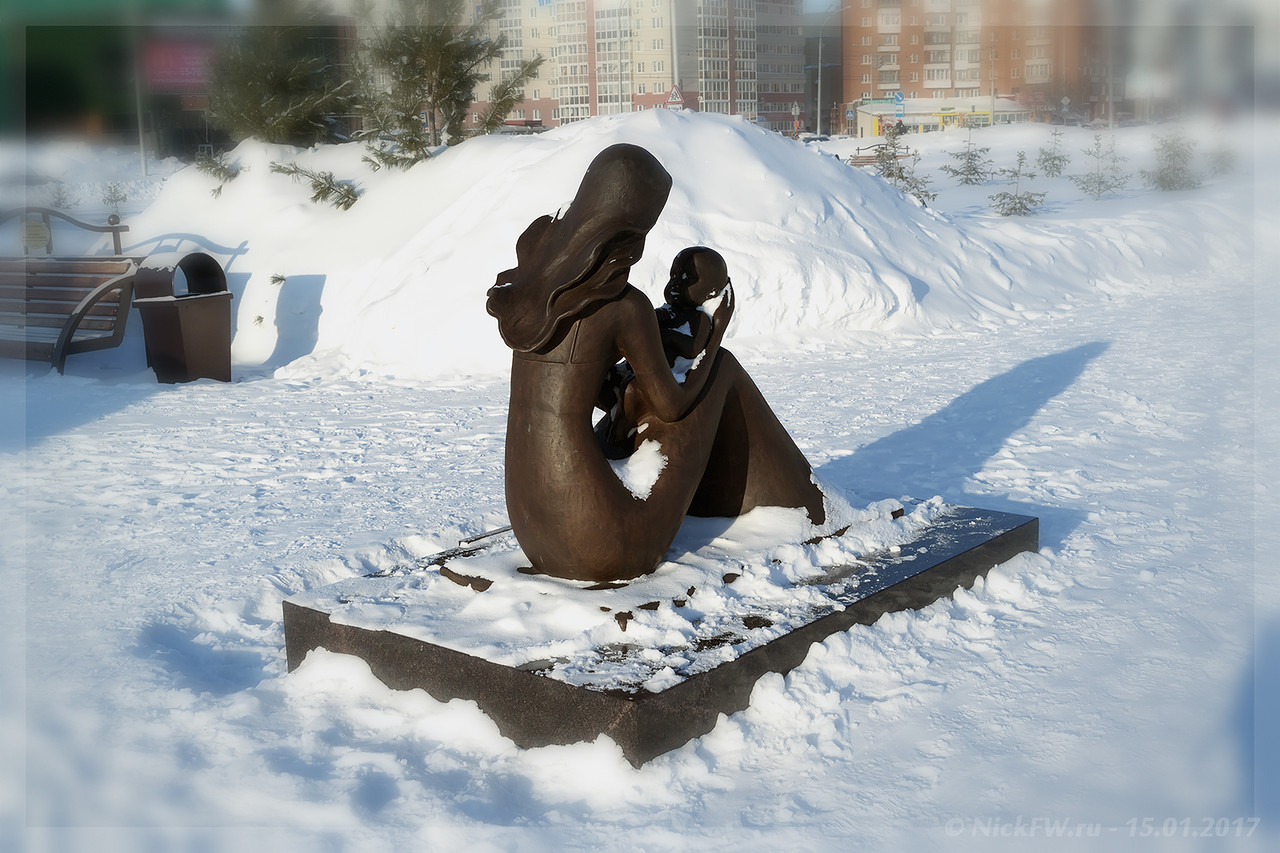 Скульптурная композиция Мать и дитя (© NickFW - 15.01.2017)
