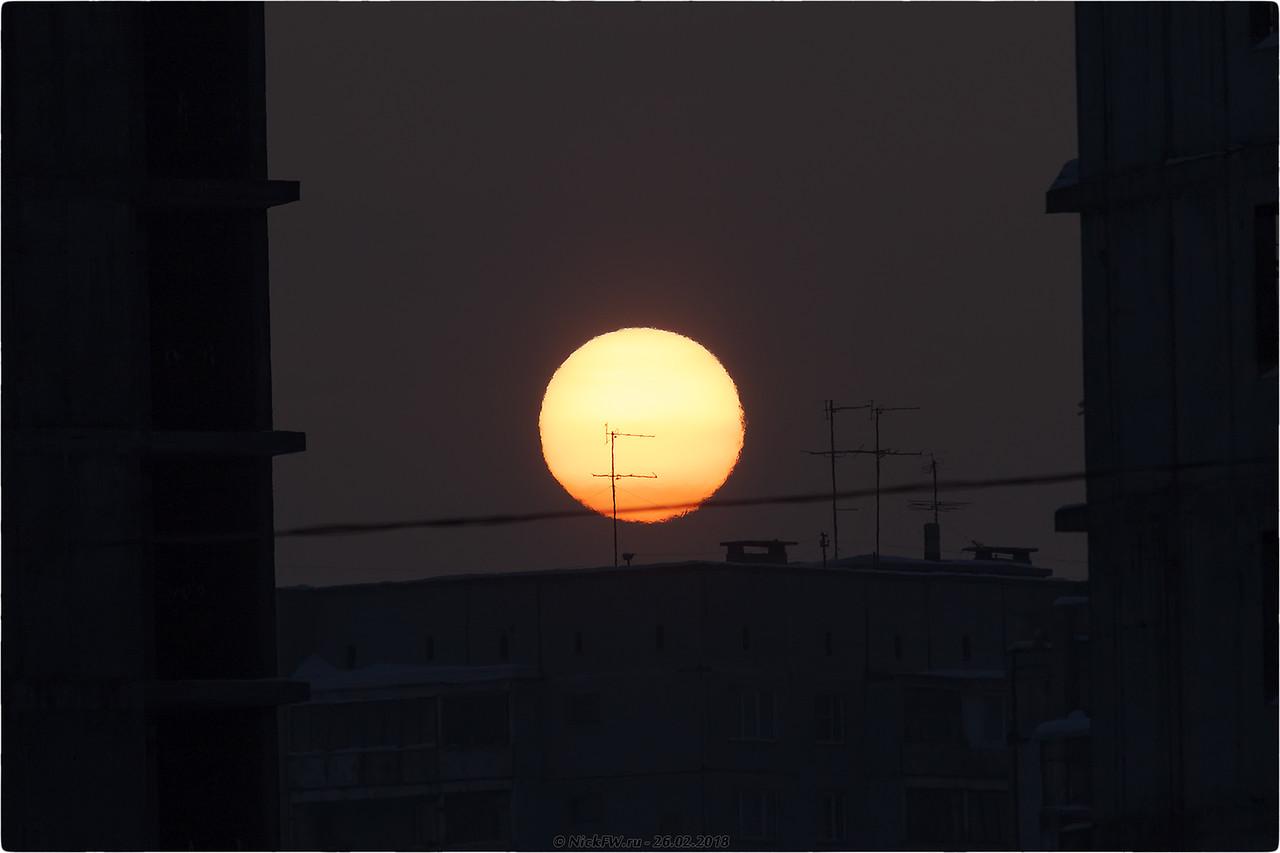 Солнце и антенны в утреннем тумане [© NickFW.ru - 26.02.2018]