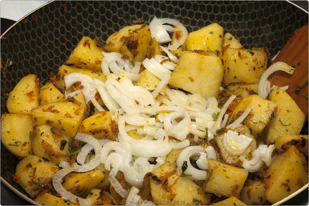 8. Картошка с говяжьей тушёнкой [© NickFW.ru]