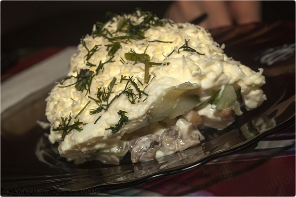 Салат к праздничному столу - Кальмар в домике...